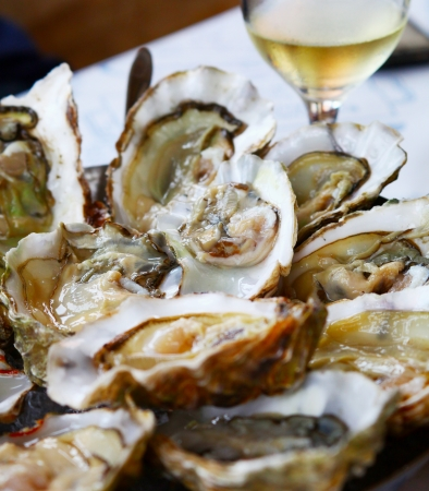 seafood platter: Oysters with lemon