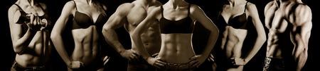 fitness hombres: Bodybuilding. El hombre fuerte y una mujer posando sobre un fondo negro