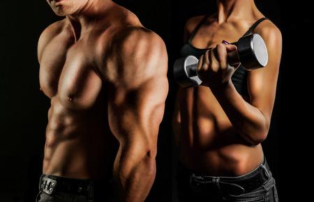 белки: Бодибилдинг. Сильный мужчина и женщина, создавая на черном фоне