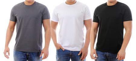 흰색 배경에 고립 된 티셔츠에 젊은 남자