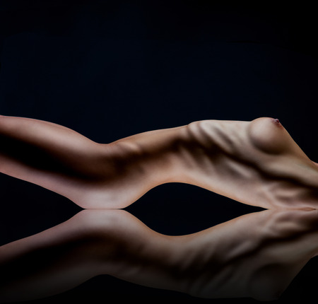 голая женщина: Сексуальная тело обнаженной женщины. Голая чувственный ягодицы, изолированных на черном Фото со стока