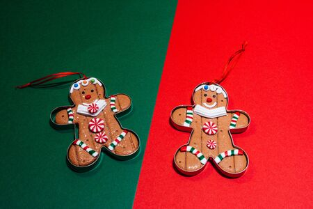 christmas tree toy ginger cookies. gingerman is smiling and is happy for christmas to come Imagens - 134195445