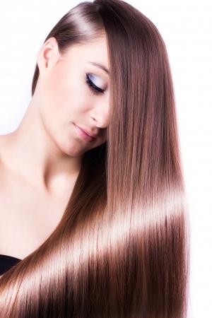 vrouw met gezonde lange haren geïsoleerd op witte achtergrond Stockfoto