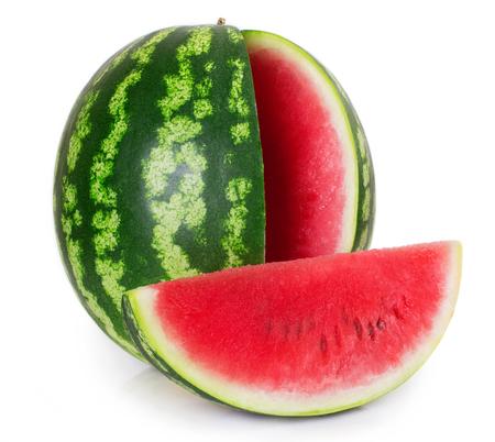 verse watermeloen die op witte achtergrond wordt geïsoleerd