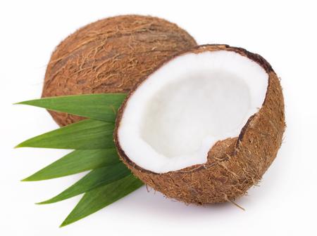 Kokosnuss lokalisiert auf weißem Hintergrund