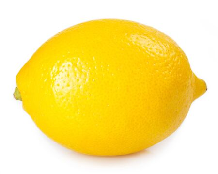 Limón fresco aislado sobre fondo blanco.