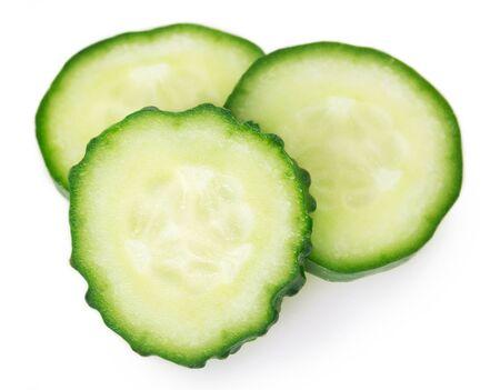 frische Gurke isoliert auf weißem Hintergrund