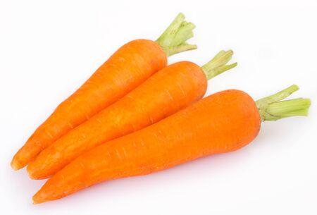 frische Karotten isoliert auf weißem Hintergrund Standard-Bild