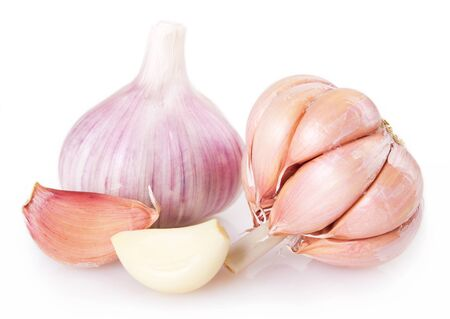 fresh garlic isolated on white background 版權商用圖片