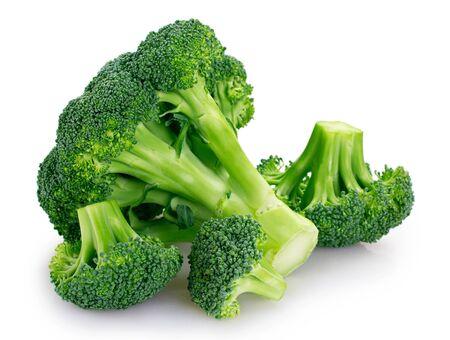 świeże brokuły na białym tle zbliżenie