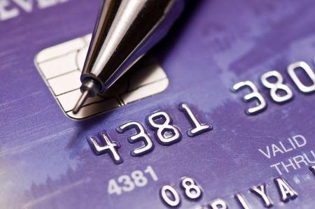 tarjeta visa: Close-up una pluma m�s de tarjeta de cr�dito