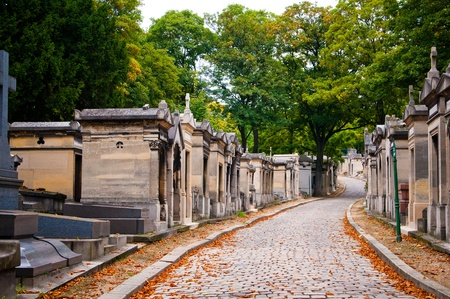 somber: Pere-lachaise cemetery, Paris, France