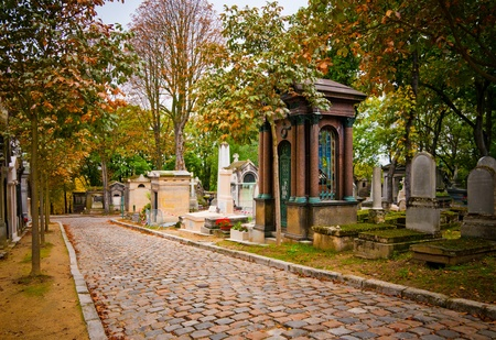 mood moody: Pere-lachaise cemetery, Paris, France
