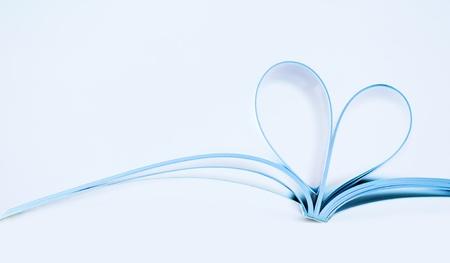 Pagine della rivista curvo in una forma a cuore