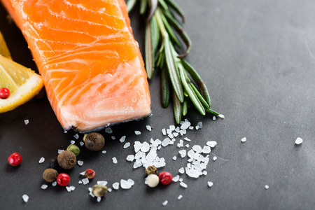rosmarin: Fresh salmon with spices