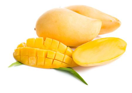 mango: owoców mango samodzielnie na białym tle