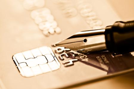 Credit card and pen Фото со стока - 27038659