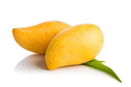 マンゴー果実の白で隔離