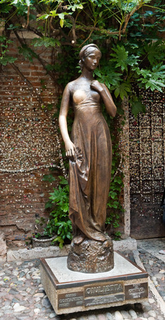 juliet s: VERONA - ITALY JULY 11 2014: bronze statue of Juliet in Verona, Italy. It is one of the most visited sites in the town.