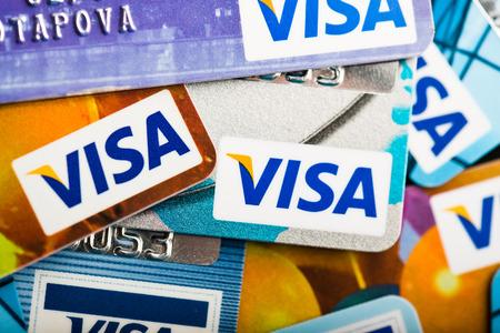 YEKATAERINBURG, RUSSIE - 7 janvier 2015: Pile de cartes de crédit Visa. Visa est la plus grande companie de carte de crédit dans le monde. Banque d'images - 35312455