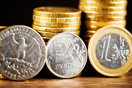 correlation: The Russian rouble coin between Dollar and Euro