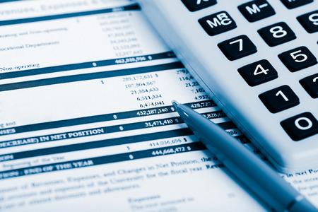 accounting: Contabilidad financiera. Azul tonificado Foto de archivo