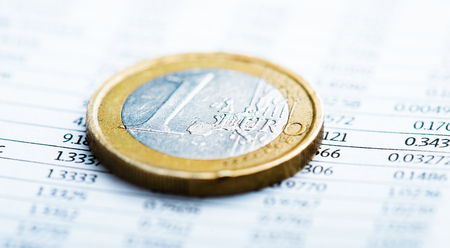 fluctuate: One euro coin. Rate of euro (shallow DOF)