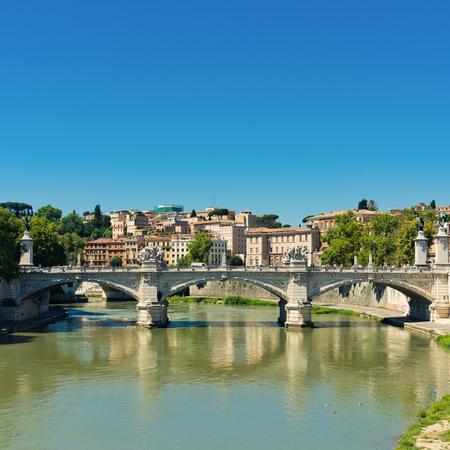 tevere: Bridge Il Tevere a Ponte Vittorio Emanuele II in Rome, Italy