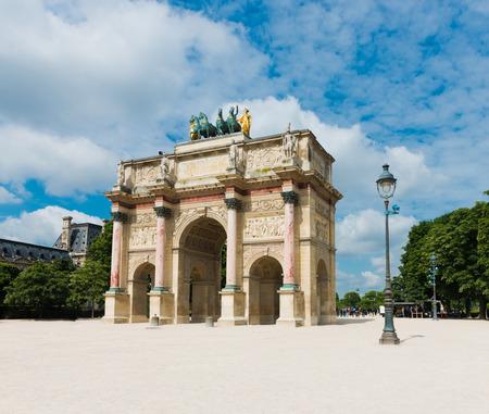 carrousel: Arc de triomphe du carrousel in Paris - France