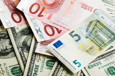 billets euros: dollar et euro notes Banque d'images