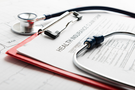 Health insurance form with stethoscope Stockfoto