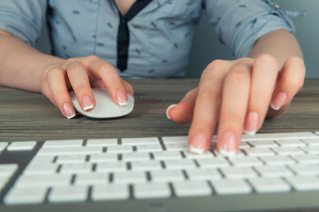 business woman hand typing on keyboard with mouse Imagens
