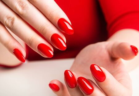 hands of a young woman with red manicure Фото со стока - 134116594