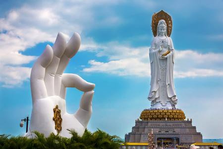 南山仏教文化公園、三亜、海南島、中国の白い観音像。 写真素材