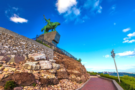 Walking path around the stone monument to Salawat Yulaev in a summer sunny day with blue sky, bottom view in front of the rocks. 版權商用圖片