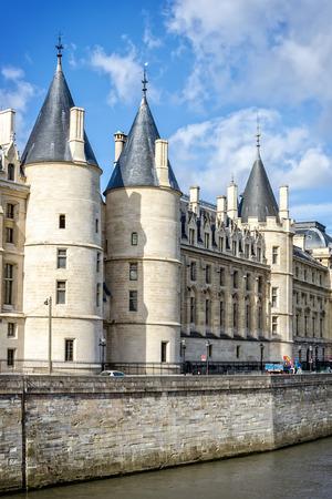 oficina antigua: La Conciergerie de Par�s. Tiene alcanzar historia comenz� en la edad VI. El ex palacio real, oficina administrativa, prisi�n. Editorial