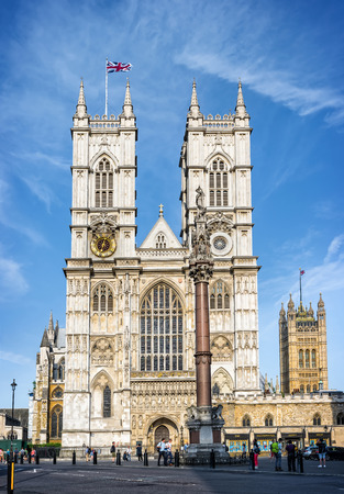 fasade: Westminster Abbey in London. Founded in the 7th century the abbey is one of the most notable religious buildings in the United Kingdom and has been the traditional place of coronation and burial site for English Kings and Queens.