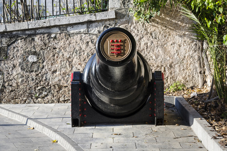 tonne: Gibraltar - March 17, 2012: View of 30 tonne gun on street in Gibraltar.