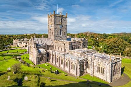 南ウェールズの聖デイビッズ大聖堂のビュー