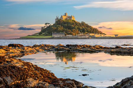 Penzance, Cornwall, United Kingdom - August 9, 2016: View of St Michael's Mount in Cornwall at sunset Foto de archivo