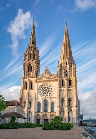 Chartres, France - 21 mai 2017: vue sur la façade ouest de la cathédrale de Chartres