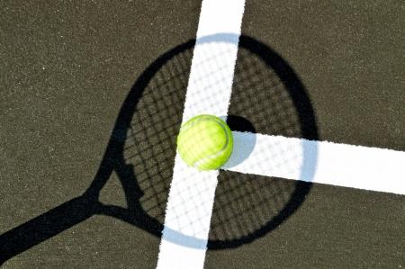 Shadow of a tennis racket