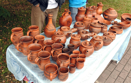 assorted orange clay pots on a table outdoors in the summer Banco de Imagens