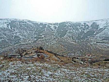 view of the Kura river valley from Vardzia monastery during spring snow and fog Stock fotó