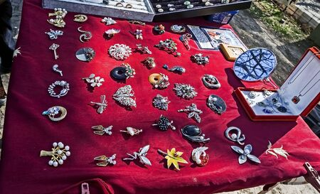 sale of old cameos, brooches, pendants at the flea market in Tbilisi near dry bridge Imagens