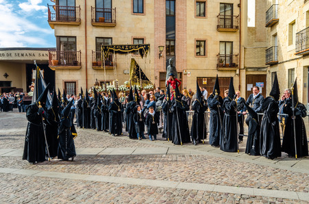 ZAMORA, SPAIN - MARCH 25, 2016: Traditional Spanish Holy Week (Semana Santa) procession on Holy Friday in the streets of Zamora(Castilla y Leon), Spain Banque d'images - 111373485