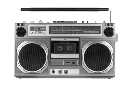 grabadora: Ghetto blaster retro aislado en blanco con trazado de recorte