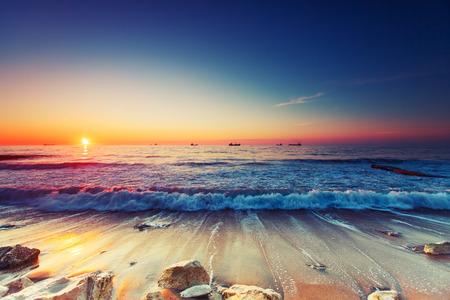 수평선 위에 아름 다운 일출 스톡 콘텐츠
