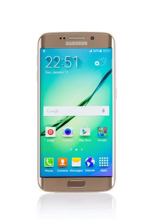 samsung galaxy: Varna Bulgaria  April 13 2015: Studio shot of a gold Samsung Galaxy S6 Edge smartphone with 16 mP Camera quadcore 27 GHz and 440 x 2560 pixels Display Resolution