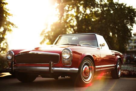 Modèle de voiture Vintage dans la rue par jour Banque d'images - 40014607